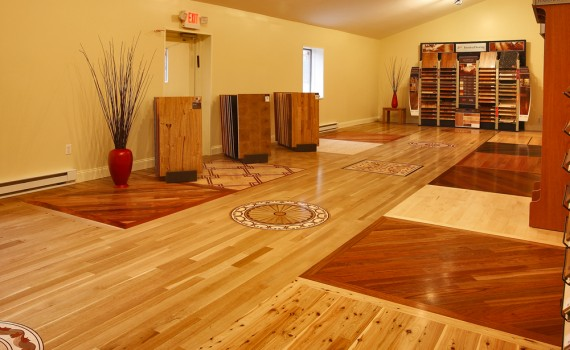 Több, különböző színű és mintázatú fából egyedi padlóburkolat is készíthető